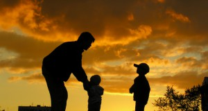 Father-with-children-in-sunset2